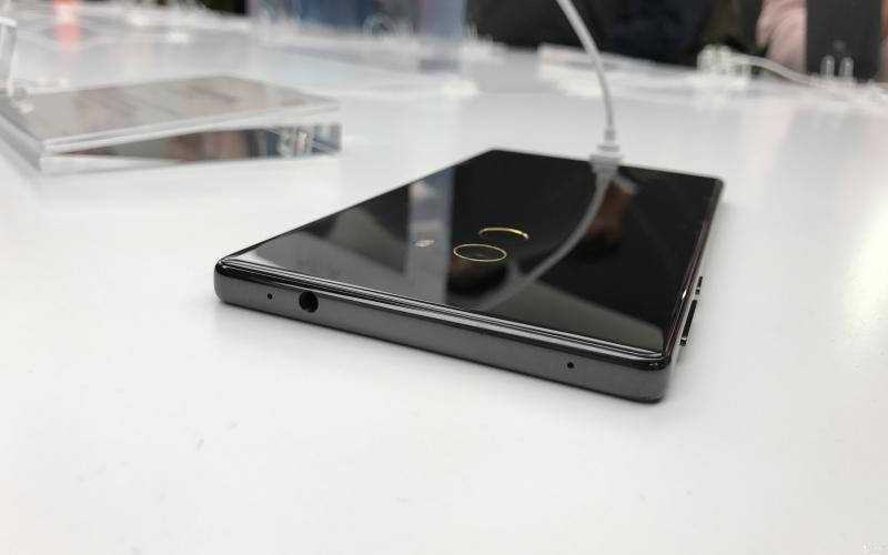 Xiaomi выпустит смартфон с выдвигающейся фронтальной камерой